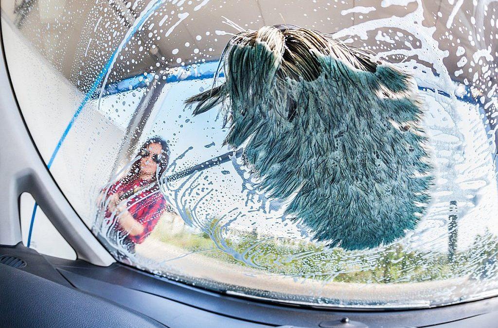 Hogyan érdemes tisztítani a dekorált autót?